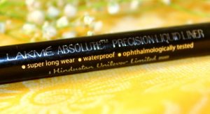 Lakme-Absolute-Precision-Liquid-Liner-Review-3-640x350