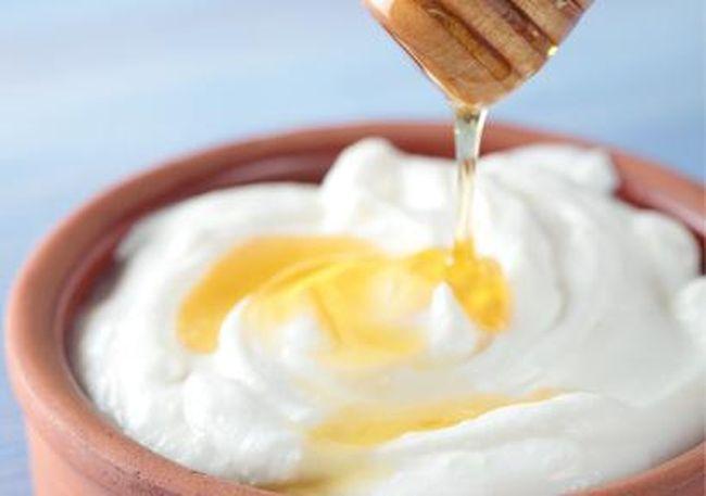 honey-greek-yogurt-hair-mask-hypehair